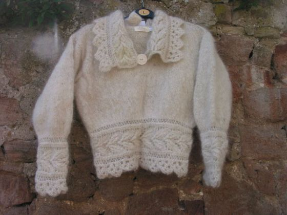 This sweater was made with 50% samoyed fur and 50% merino wool.